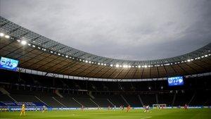 Espectacular imagen de un Olympiastadion desierto