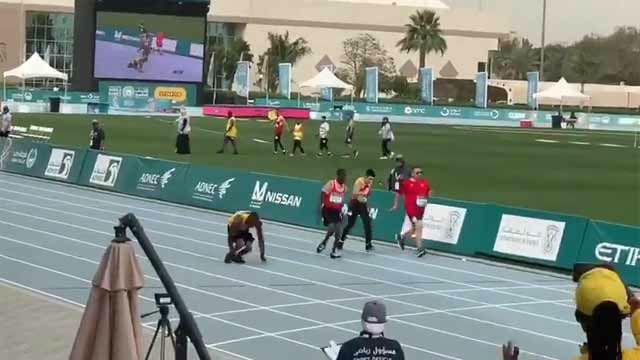Gana la medalla de plata en una carrera de 50 metros... sin utilizar las piernas