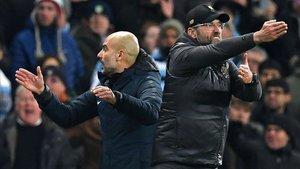 Guardiola y Klopp mantienen una igualada lucha por la Premier