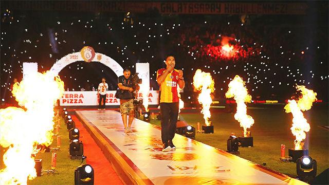 La multitudinaria presentación de Falcao en el Galatasaray