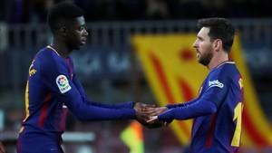 Ousmane Dembelé con Leo Messi