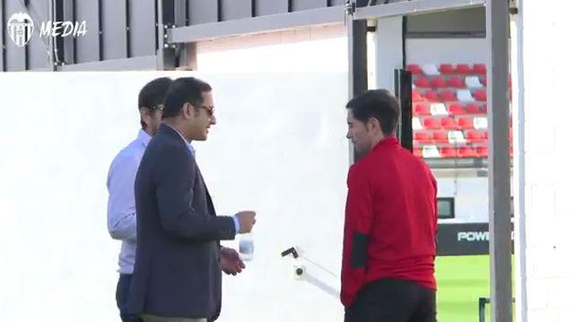 El presidente y el director general del Valencia visitan a Marcelino antes del partido contra el Barça