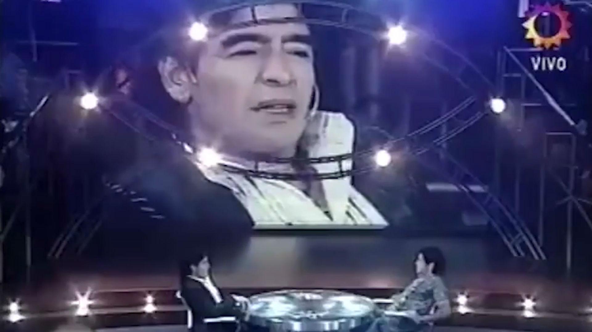 ¿Qué se diría Maradona a Maradona desde el cementerio?