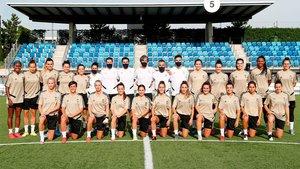 El Real Madrid femeninó posó en una fotografía de grupo tras su primer entrenamiento