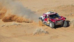 Sainz sigue dominando en las dunas de Arabia Saudí