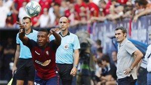 Valverde observó con inquietud el partido desde la banda
