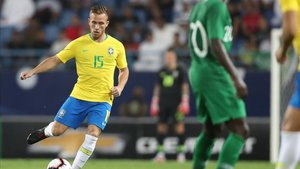 Arthur ya tuvo minutos en el Arabia Saudí - Brasil