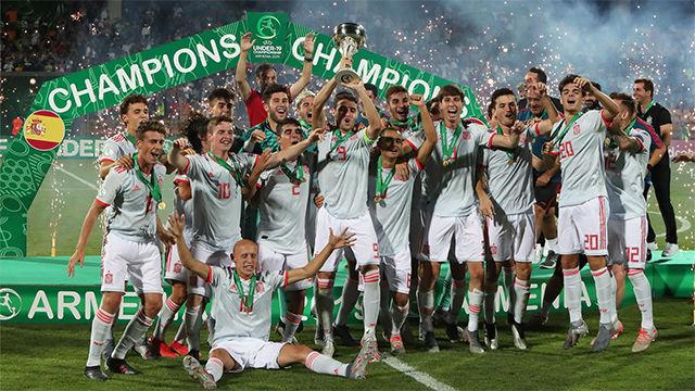 Así celebró la selección española sub-19 el campeonato europeo