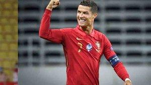 Cristiano Ronaldo con la elástica de Portugal.
