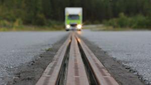eroadarlanda-ev-charging-electrified-road-featured-image-672x372