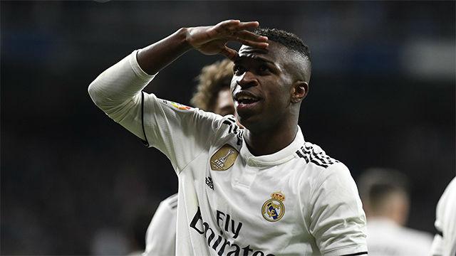 Esta vez no fue de rebote: Vinicius enamoró al Bernabéu con un golazo de volea