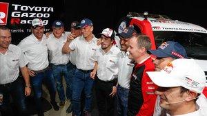 Fernando Alonso, con su equipo