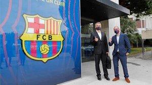 Jordi Farré y Josep Triadó, a su llegada a las oficinas del Camp Nou