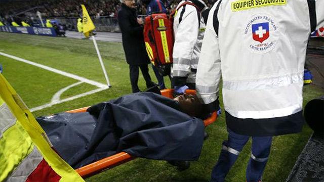 LALIGA FRANCIA | Mbappé, retirado en camilla tras un choque fortuito