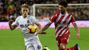 La lesión de Carles Planas deja al Girona sin banda izquierda natural