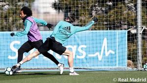 Marcelo y Gareth Bale durante un entrenamiento del Real Madrid