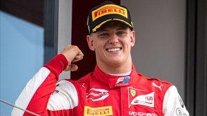Mick Schumacher ganó su primera carrera en F2