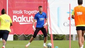 Neto Murara, en el entrenamiento de este viernes en la Ciutat Esportiva