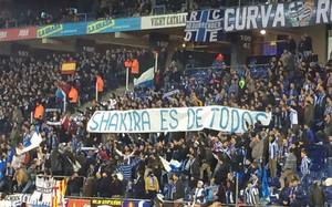 Una de las pancartas dedicadas a Shakira en el Power8 Stadium durante el Espanyol-Barça de la Copa 2015/16