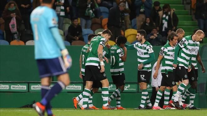 El Sporting de Lisboa gana y apura sus opciones de título