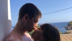 Aitana y Miguel Bernardeau oficializan su romance en sus perfiles de Instagram | El Español