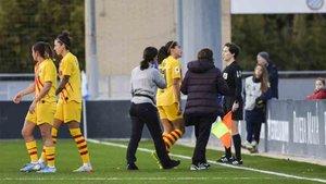 Andrea Falcón tuvo que dejar el derbi contra el Espanyol a los 14 minutos