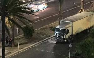 Un camión arrolló a la multitud en Niza y causó el atentado terrorista