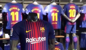 La camiseta del FC Barcelona 2017   2018 ya está en las tiendas 9384e4a1928ed