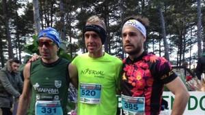 Debut triunfal de Sergio Sánchez (centro) en una carrera de montaña