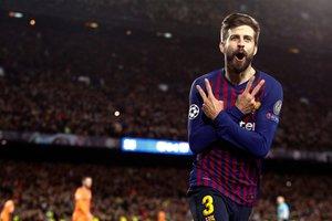 El defensa del FC Barcelona Gerard Piqué celebra su gol, cuarto del equipo ante el Olympique de Lyon, durante el partido de vuelta de los octavos de final de la Liga de Campeones que FC Barcelona y Olympique de Lyon juegan esta noche en el Camp Nou,