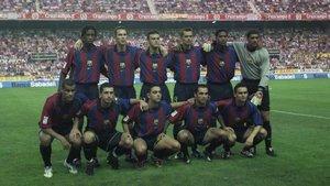 El equipo del FC Barcelona que jugó en el Pizjuán en agosto de 2001 y se impuso al Sevilla (1-2) en la primera jornada de la Liga 2001-2002