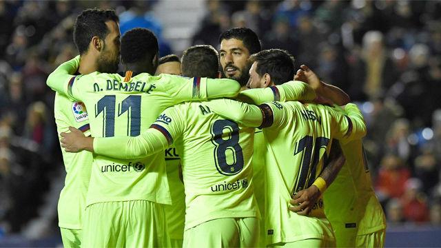 La exhibición de Messi guía al Barça y le mantiene líder