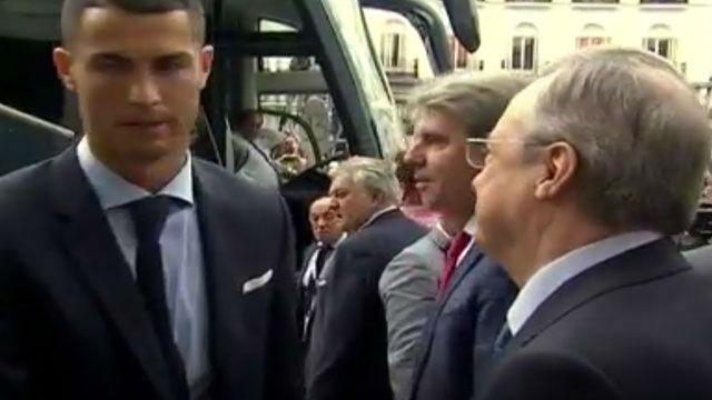 El frío saludo entre Cristiano Ronaldo y Florentino en la fiesta del Real Madrid