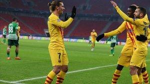 Griezmann celebra el primer gol del Barça en el Puskas Arena