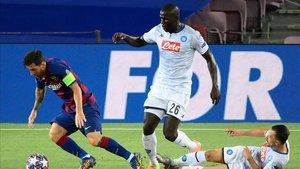 Leo Messi ha provocado un penatli ante Koulibaly que le ha dejado renqueante