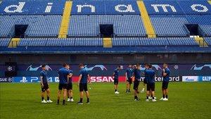 Los jugadores del Atalanta ya han pisado el campo del Dinamo