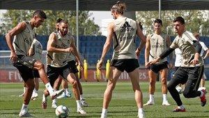 El Madrid se entrenó este domingo, antes de conocer los convocados para Granada