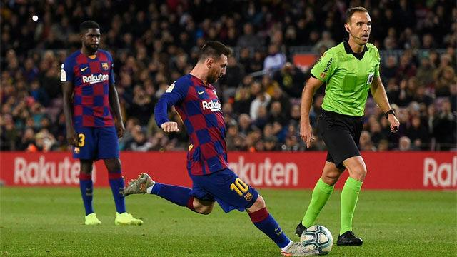 Messi abrió la lata en el Camp Nou desde los once metros