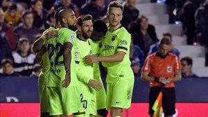Messi celebra el 0-2 con sus compañeros