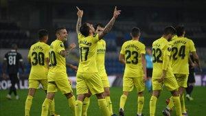 Paco Alcácer celebrando el segundo tanto del Villarreal ante el Qarabag