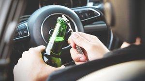 Beber al volante.
