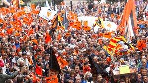 La afición del Valencia celebrando en las calles el centenario