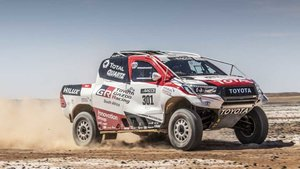 Alonso ha probado el Toyota Hilux ganador del último Dakar