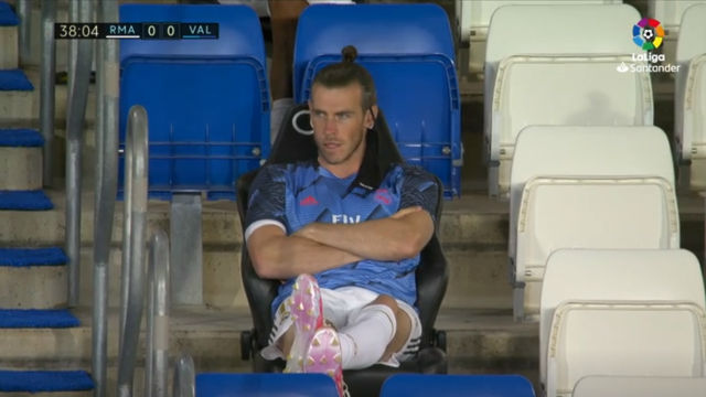 Así de animado vivió Bale la victoria del Madrid... desde el banquillo