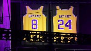 Así lucían las dos camisetas que Kobe vistió de amarillo