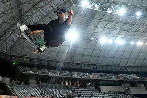 El español Danny Leon participa en una competencia de Open Street Senior Man Skateboard en los juegos World Roller en Barcelona.