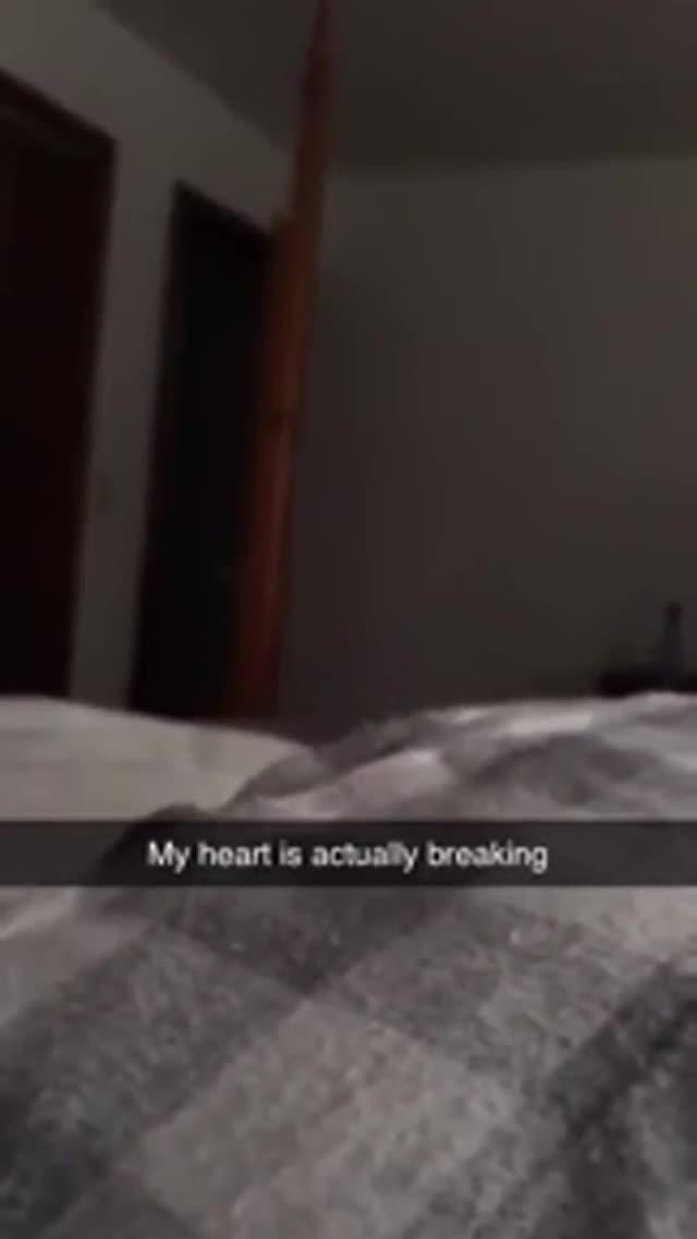Esta embarazada descubre un fantasma observándola y lo graba