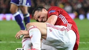 Ibrahimovic, a pesar del dolor, podía caminar en el vestuario después del partido