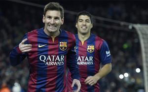 Leo Messi, con Luis Suárez al fondo, celebra su gol del triunfo en el Barça-Atlético