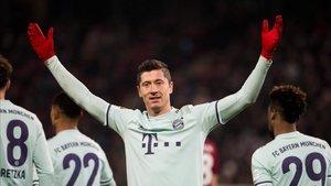 Lewandowski celebrando un gol recientemente